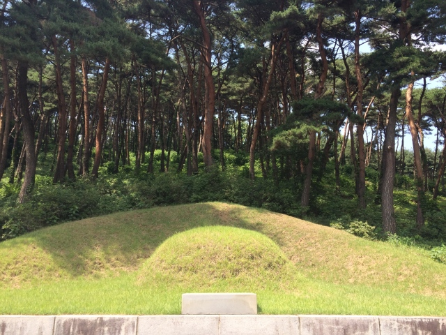 Yi Meon's grave
