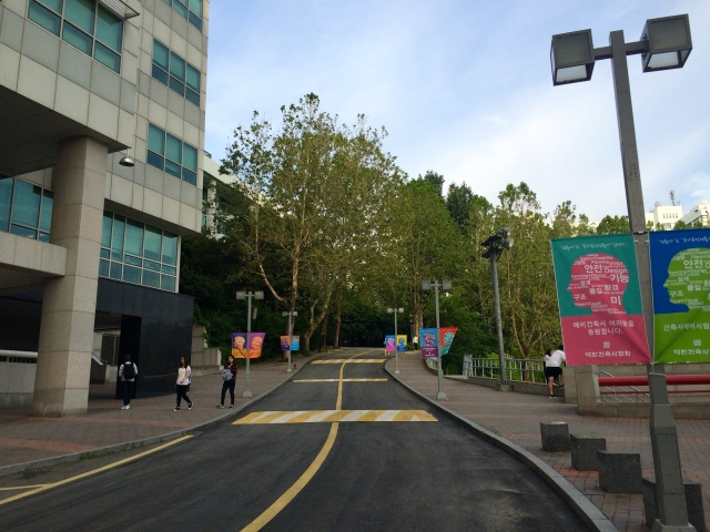 the entrance to Hongik University