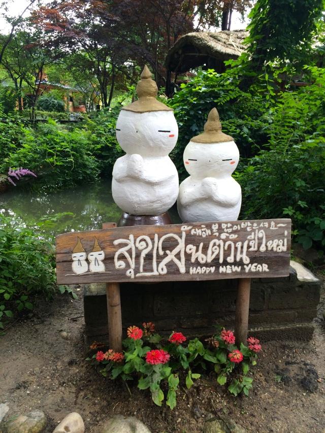 some Thai snowmen